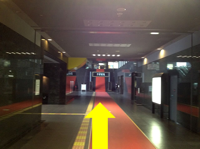 JR京都駅中央口から3番目に近いコインロッカーへの道順01