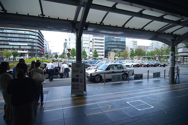 从JR京都站中央检票口到出租车乘车地点