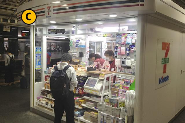JR京都駅構内2番3番ホームのセブンイレブン キオスク