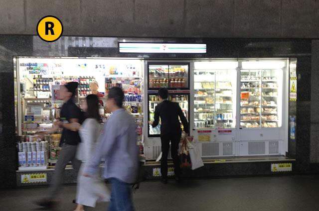 JR京都駅構内31番ホーム手前のコンビニ
