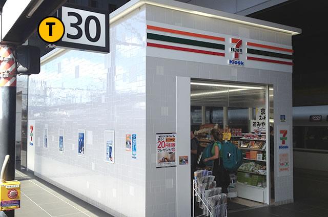 JR京都駅構内30番ホームのコンビニ