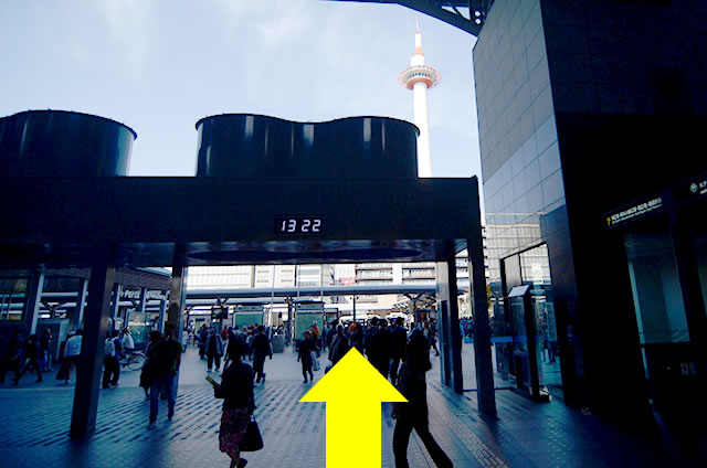 JR京都駅中央口から地下鉄のりばへの行き方道順01