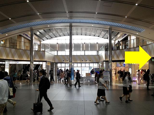 JR京都駅西口から一番近いコインロッカーへ01