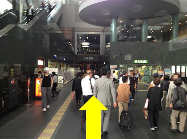 JR京都駅中央口から一番近いコインロッカーへの道順02
