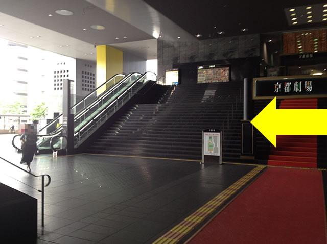 JR京都駅中央口から3番目に近いコインロッカーへの道順02