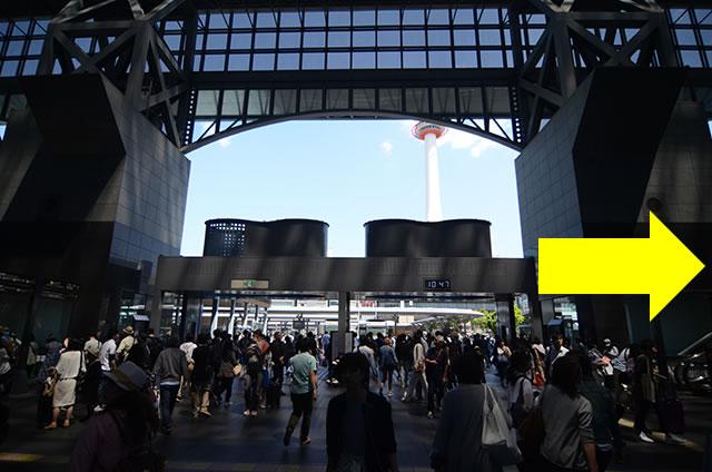 JR京都駅中央口から一番近いコインロッカーへの道順01