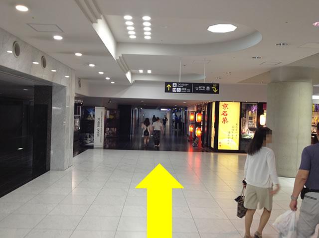 JR京都駅地下中央口から1番目に近いコインロッカーへの道順04
