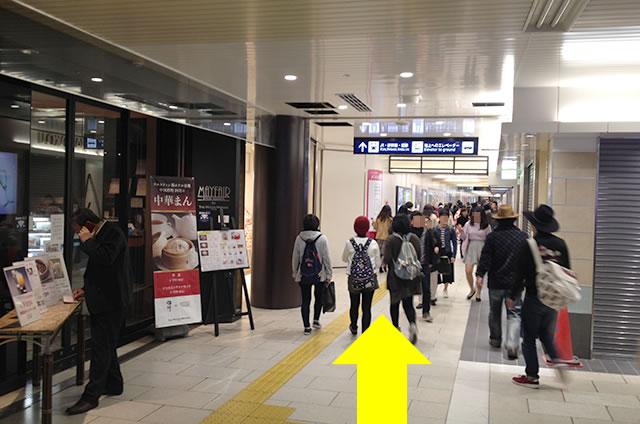地下東口〜〜八条東口(地下通路)のコインロッカーへの行き方道順03