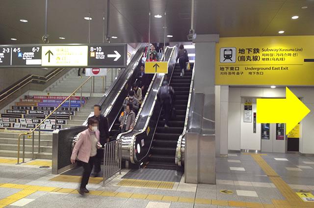 JR京都駅改札内、奈良線ホームのコインロッカーの行き方01