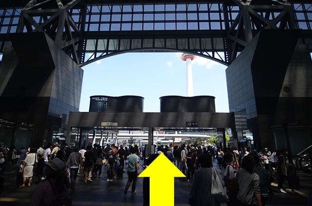 中央口からJR京都駅バス乗り場へ01