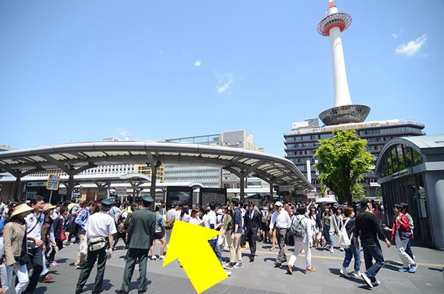 中央口からJR京都駅バス乗り場へ02