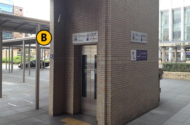 JR京都駅中央口(正面口・烏丸口)タクシーのりば近くのエレベーター1F