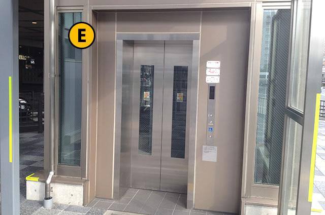 JR京都駅八条口 大型・予約タクシーのりば行きエレベーター1F