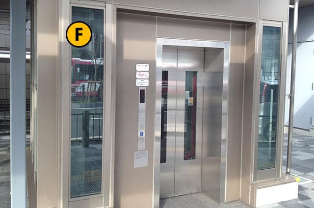 JR京都駅八条口 バスのりば行きエレベーター1F
