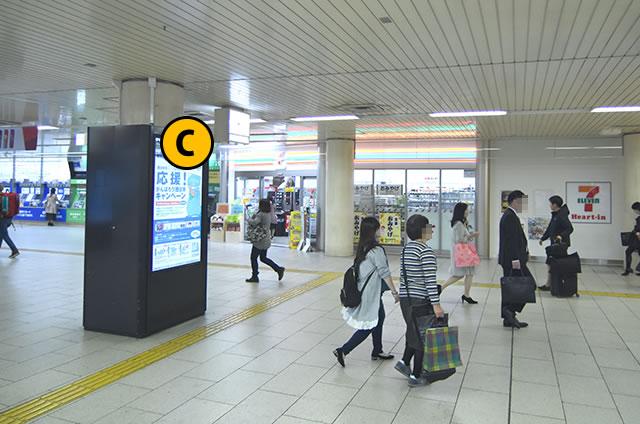 JR京都駅地下東改札口前のコンビニ
