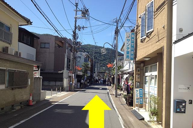 JR嵯峨嵐山駅から嵐山への道順08