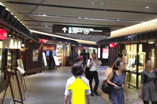 JR京都駅新幹線八条口のりばから京都市地下地下鉄への行き方道順04