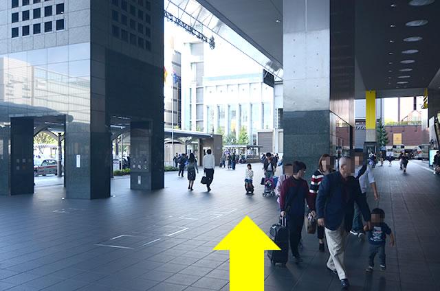 JR京都駅中央口から地下鉄のりばへの行き方道順05