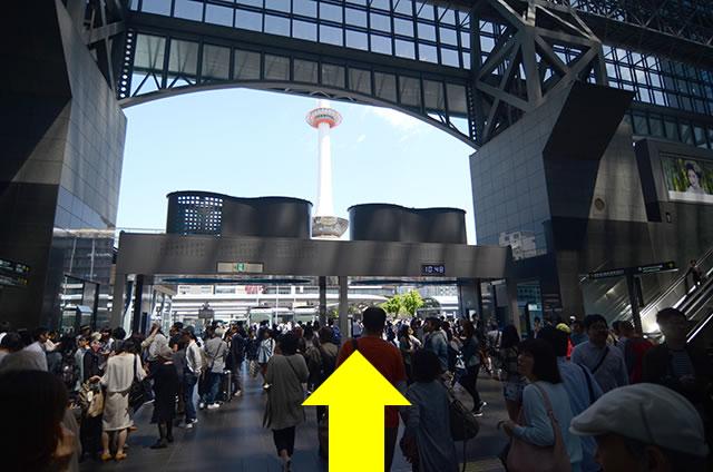JR京都駅から天然温泉 花蛍の湯 ドーミーインPREMIUM京都駅前への最速アクセス行き方道順01