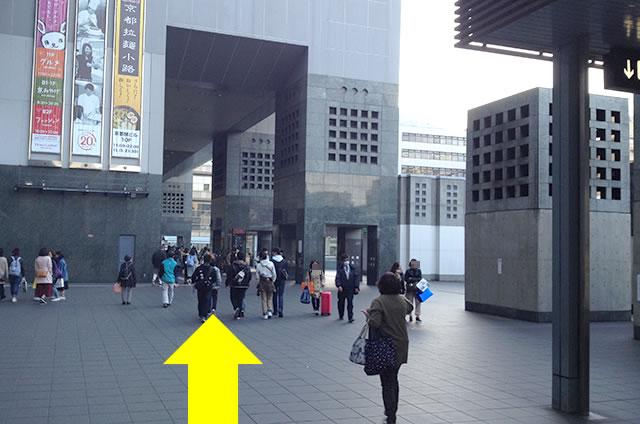 JR京都駅から徒歩2分40秒の穴場コインロッカーまでの行き方道順04