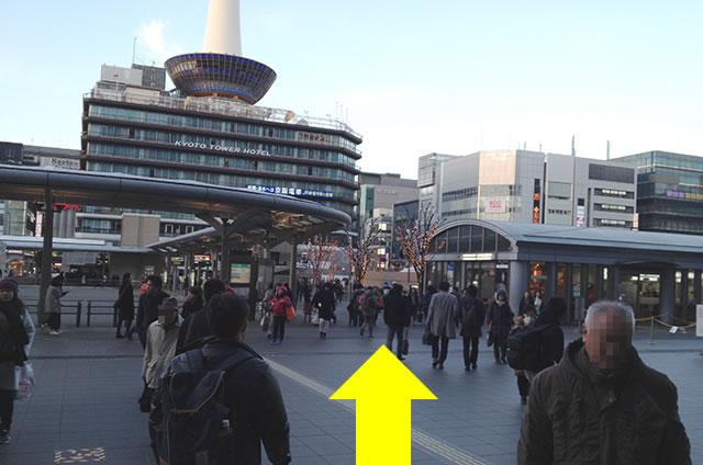 JR京都駅から徒歩58秒の穴場コインロッカーまでの行き方道順02