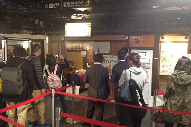 京都駅直結の京都っぽいランチ・中華そば 京都拉麺小路「ますたにラーメン」への写真付行き方道順12