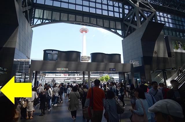 京都駅直結の京都らしいランチ・茶そば甘味「中村藤吉」への写真付行き方道順01