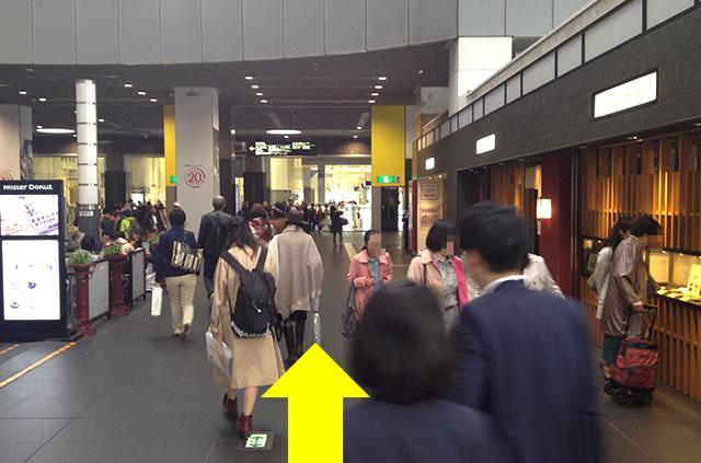 京都駅直結の京都っぽいランチ・茶そば甘味「中村藤吉」への写真付行き方道順05