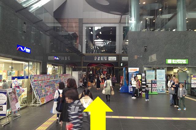 京都駅直結の京都らしいランチ・京やさい料理「接方来」への写真付行き方道順02