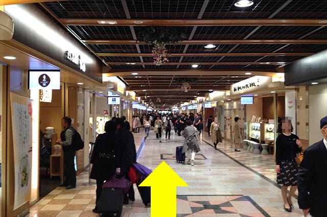 京都駅直結の京都っぽいランチ・京料理「萬重」への写真付行き方道順10