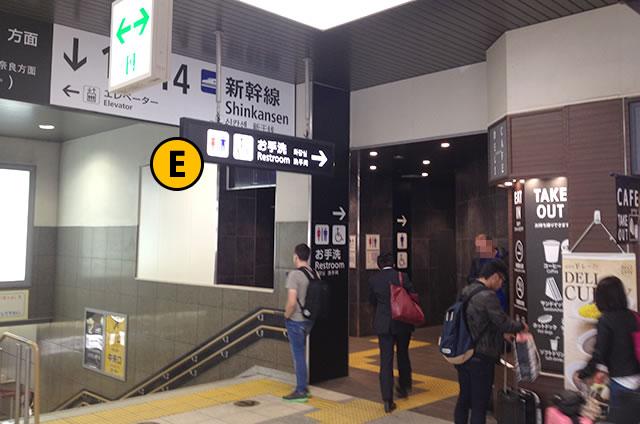 JR京都駅、南北連絡通路のトイレ入口